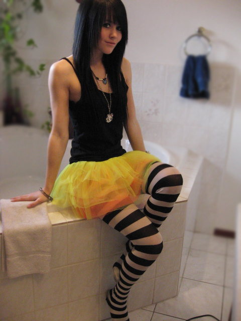 Poofy_Yellow_Skirt_by_tonstaar